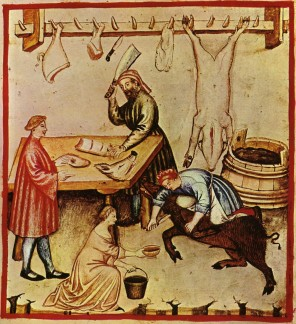 Řezníci připravují maso, bez kterého by se středověcí lidé sotva dobře nasytili. Na jídelníčku ho často mívá i obyčejná chasa.