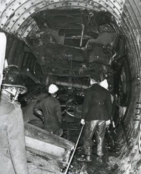 Foto: Smrtící nehoda metra: Vlakem zeď neprorazíš!