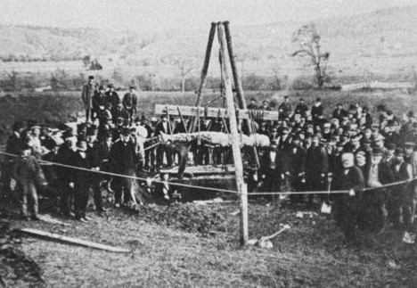 An October 1869 photograph showing the Cardiff Giant being exhumed.