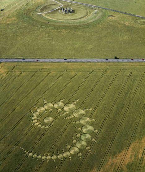 Foto: Tajemné kruhy v obilí: Kde končí rozum a nastupují neznámé síly?