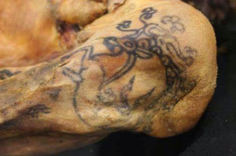Detail jednoho z tetování.