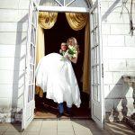 Kuriózní původ svatebních zvyků: Loučení se svobodou a líbánky