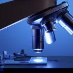 Pomocník v laboratoři: Jaký je rodokmen mikroskopu?