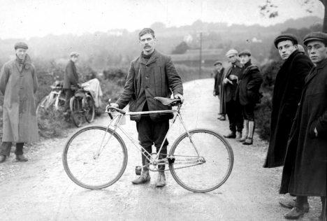 Foto: Z dějin cyklistiky: Od kostitřasu ke kosmickým technologiím