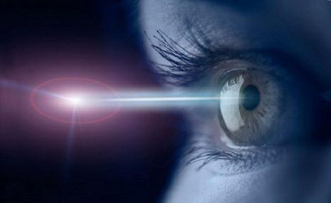 Foto: Z historie laserových operací: Jak opravit oči?