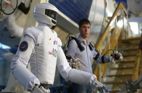 Nasadit si oblek a stát se robotem? Budoucnost se blíží.