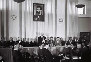 14. května 1948. Vyhlášení nezávislého státu Izrael. Ochrana nového státu si vyžádá vznik tajné služby.