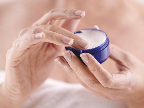 Foto: Vědci se ptají: Mohou kosmetické krémy skutečně omlazovat?