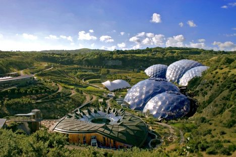 Foto: V britském Cornwallu vznikl projekt, který nechává vzpomenout na biblický ráj