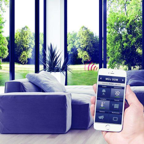 """2. """"Tablet či chytrý telefon je ovladač zadarmo,"""" tvrdí Jiří Konečný, majitel společnosti ELKO EP."""