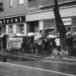 Nakupování v době socialismu: Fronty na kečup a plesnivý sýr