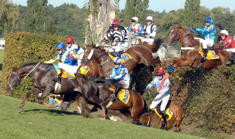 2111486-img-sport-dostihy-velka-pardubicka-taxis