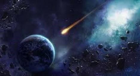 Do Země prý v minulosti narazilo vesmírné těleso, které kus planety odlomilo.