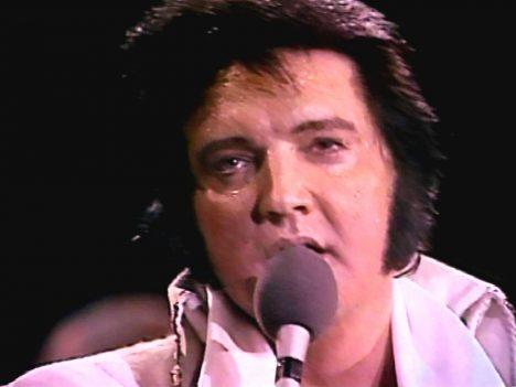 Foto: Poslední koncert Elvise Presleyho: Obtloustlý strýc se zlatem v hrdle!