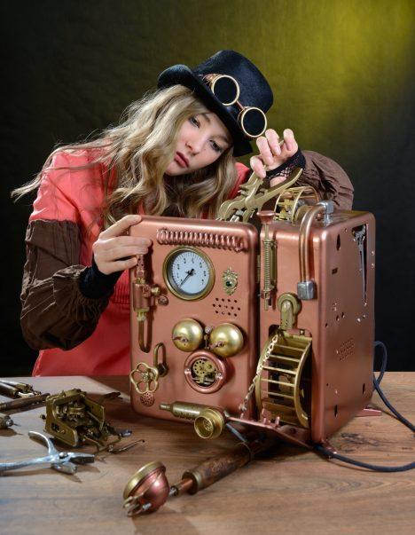 Foto: Steampunkoví nadšenci vyrábějí z mosazi na co si vzpomenou!
