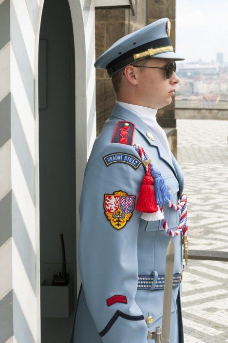 Foto: Nesmát se, nehýbat, stát rovně! Hradní stráž poslouchá jen prezidenta