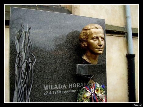 Busta Milady Horákové na Vyšehradě.