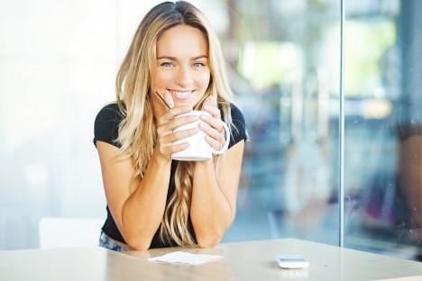 Podle odborných studií působí káva proti kazivosti zubů, a to i v instantní podobě. Je to díky jejím antibakteriálním účinkům.