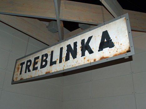 800px-Treblinka_Concentration_Camp_sign_by_David_Shankbone