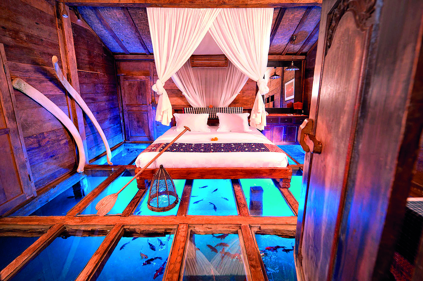 Bali-Udang-House-in-Bali-Situated-above-A-Fresh-Shrimp-Pond-The-Bambu-Indah-Has-A-Tempered-Glass-Floor-Aquarium-Bedroom