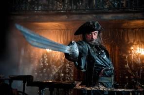 Blackbeard-Pirates-of-the-Caribbean-On-Stranger-Tides-wallpaper-9