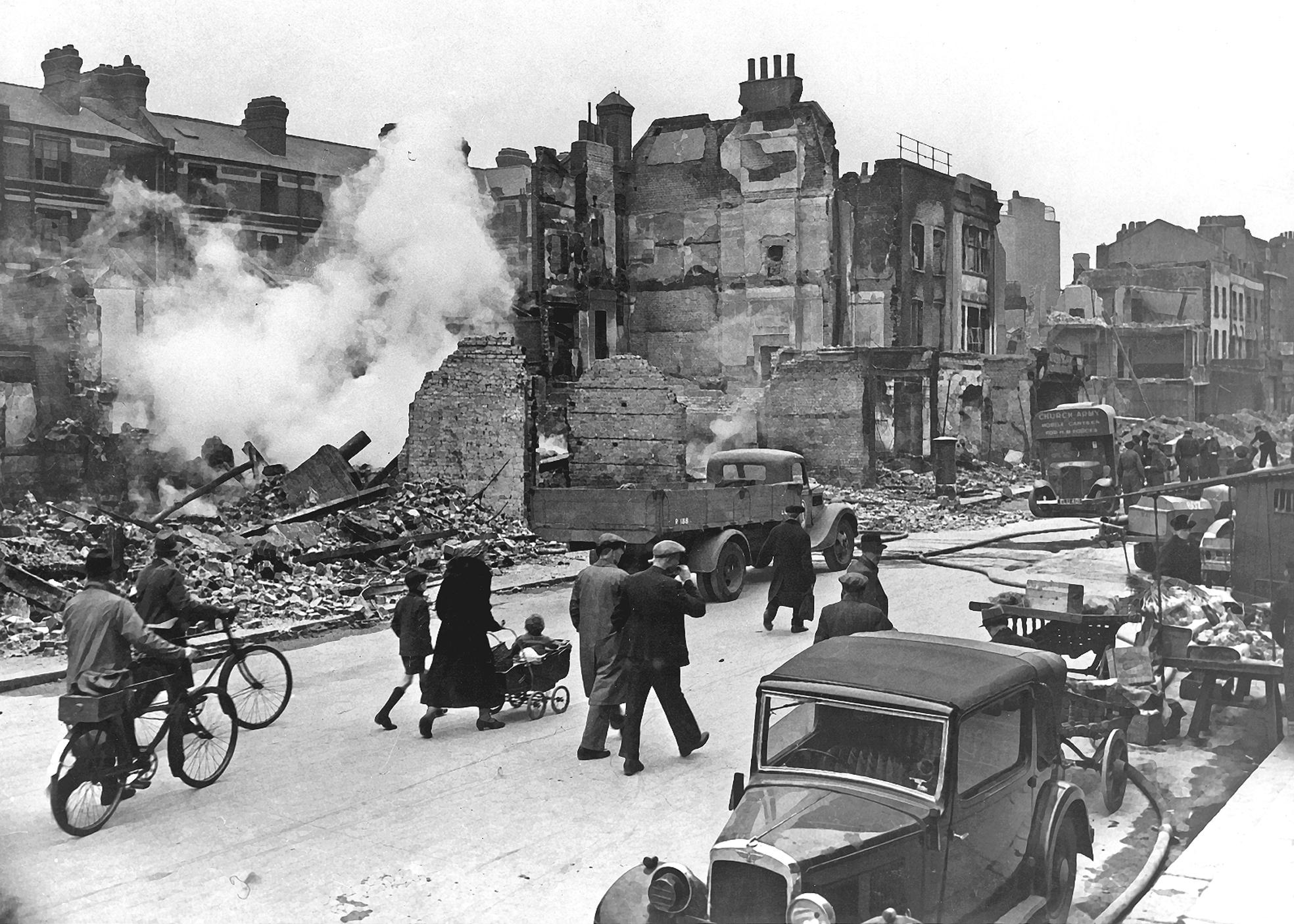 Bombardování v roce 1940 proměnilo velkou část Londýna v trosky.