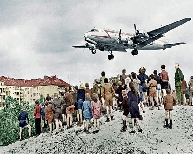 C-54_landing_at_Tempelhof