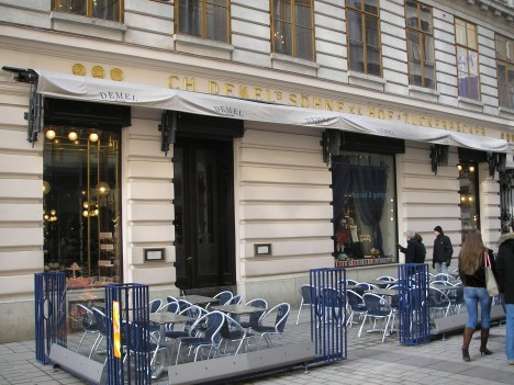 Café Demel ve Vídni, ze zdejší cukrárny si panovnice nechávala doručovat oblíbené bonbony.