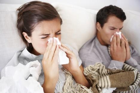 Ženský imunitní systém reaguje na virus rýmy jinak než mužský. Žena virus zvládá porazit daleko snadněji.