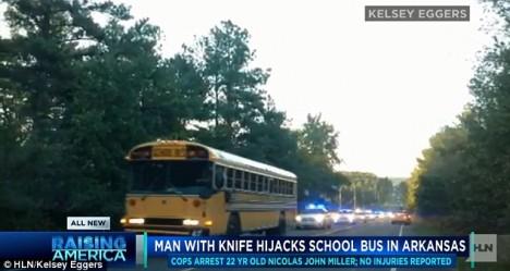 Divokou jízdu školního autobusu pronásledovaného policejními vozy zaznamenaly i kamery.