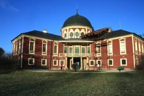 Dnešní podoba zámku ve středočeských Veltrusích. V 18. století se zdejší park stane dějištěm prvního průmyslového veletrhu na světě.