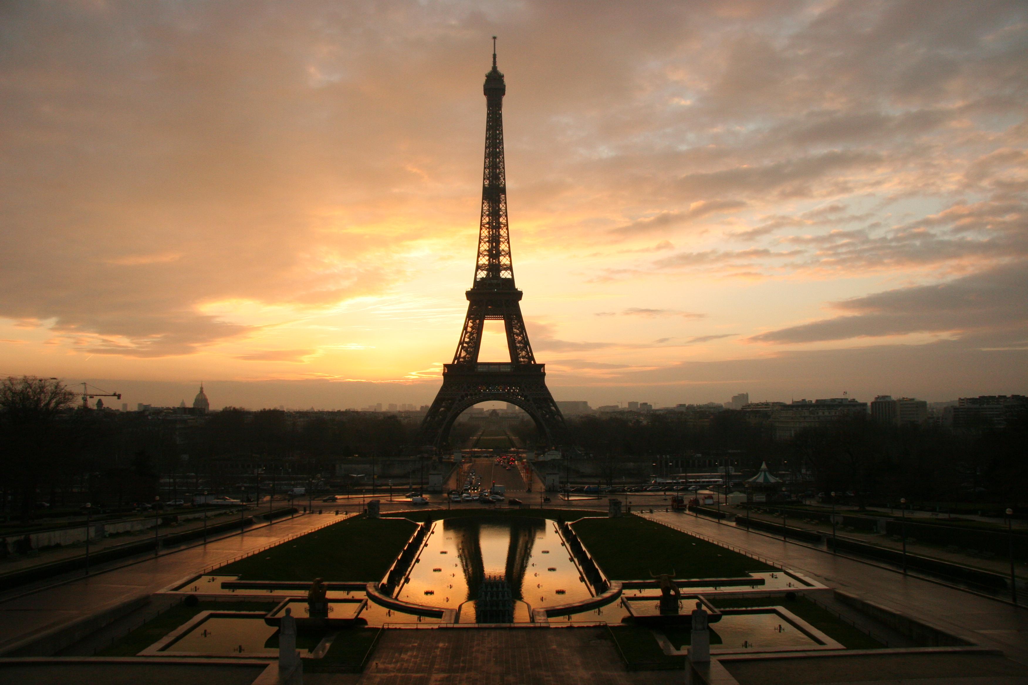 Eiffelovka měla na svém místě původně stát jen 20 let. Dnes si bez ní Paříž ani neumíme představit