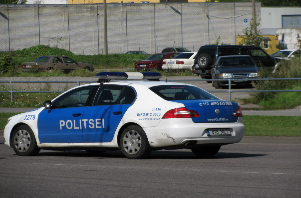 Estonian_police_car_responding