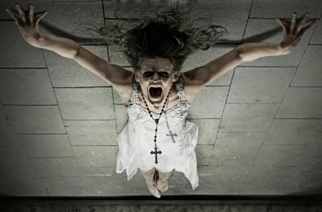 Podle Vatikánu je důvodem vzrůstající aktivity démonů především fakt, že se v současné době nepřiměřenou mírou šíří experimentování s černou magií a okultismem.
