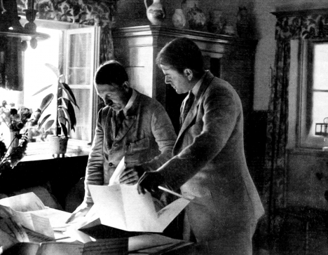 Adolf Hitler si za svého dvorního poradce a architekta vybral Alberta Speera (na snímku vpravo).