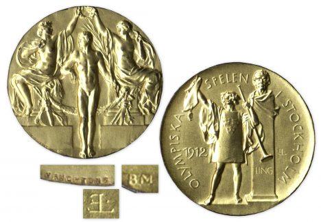 Takto vypadala poslední doopravdy zlatá olympijská medaile, kterou dostávali sportovci ve Stockholmu v roce 1912.