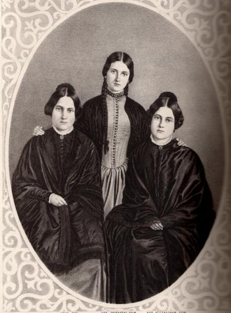 V 2. polovině 19. století byla trojice sester Foxových slavnými spiritistkami, které dokázaly navázat kontakt se záhrobím.