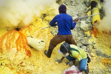 Foto: Unikátní sirné peklo: Najdete zde modrou lávu ijezero plné kyseliny!