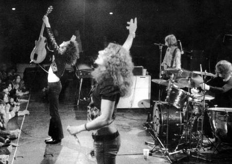 Ve skladbě Led Zeppelin má být ukrytý text vzývající Satana, kapela to ale odmítá.