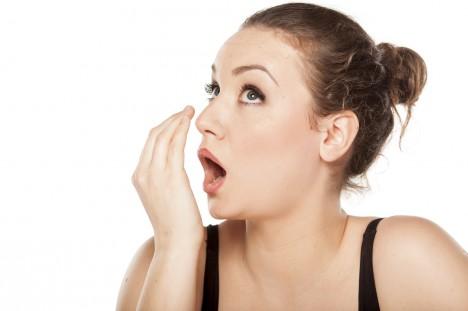 Páchnoucí dech může signalizovat i řadu vážných nemocí, třeba cukrovku.
