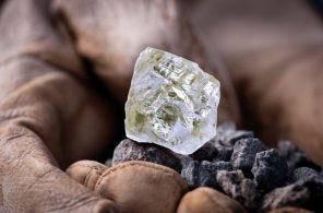 Foxfire-Diamond-from-Diavik-Diamond-Mine