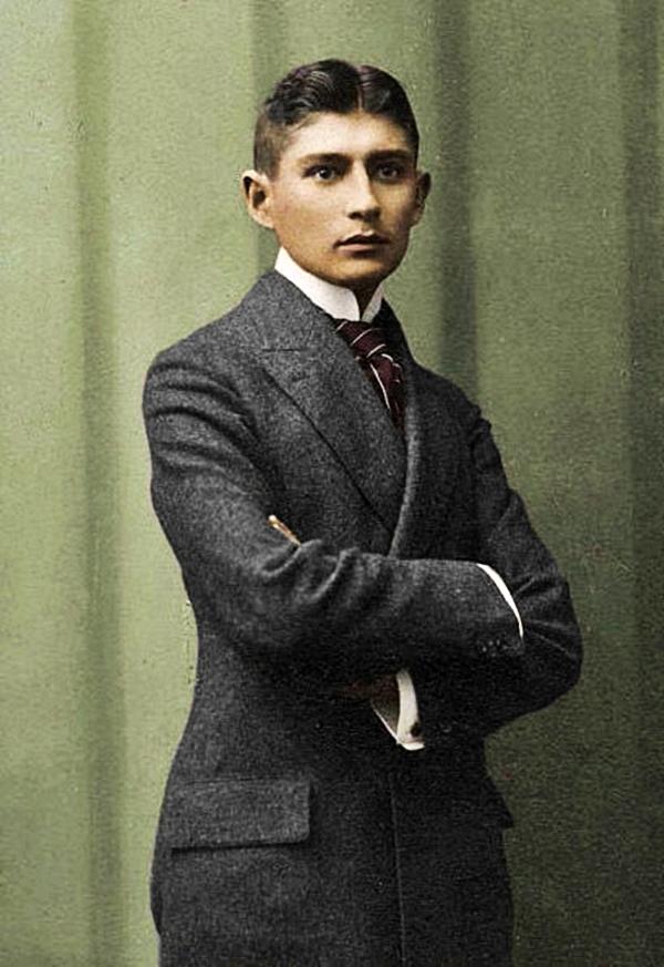 Franz Kafka se stává úspěšným právníkem. Svoji práci neopustí navzdory tomu, že mu krade čas k psaní.
