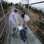 VIDEO: Nejdelší skleněný most světa!