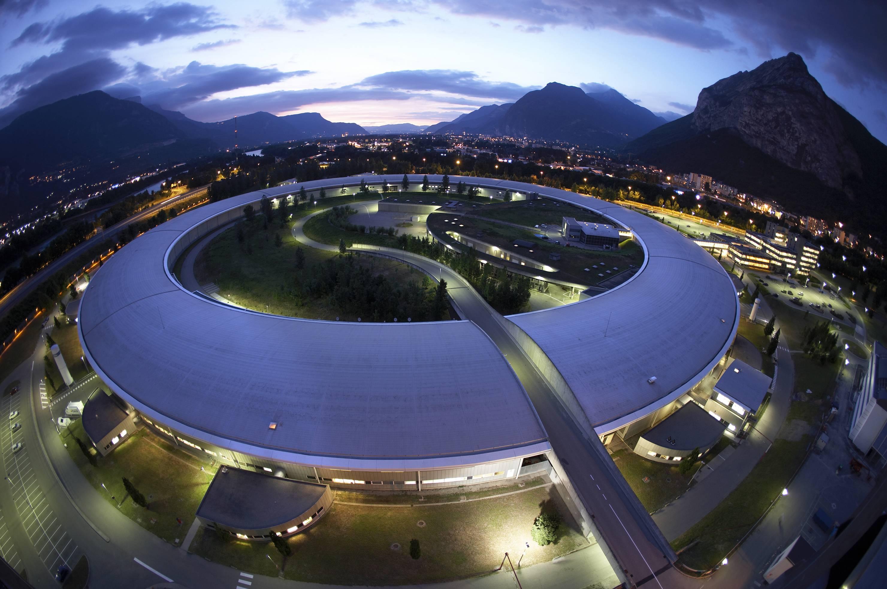 Grenobelské Evropské synchrotronové radiační zařízení