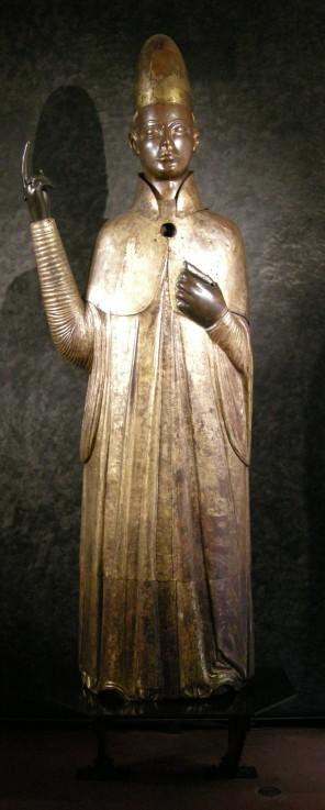 Hlava církve si nechává stavět sochy po celém Římě.