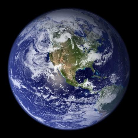 I mírná zelenomodrá planeta má své žhavé jádro