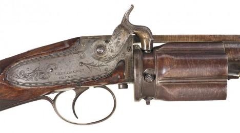 Konstrukci opakovacího zámku pistole Elishu Colliera si vynálezce přizpůsobí.