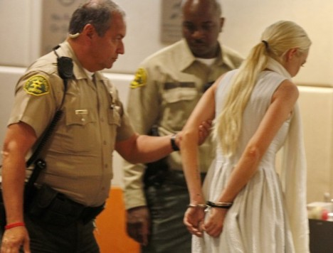 Lindsay-Lohan-in-Handcuffs-2