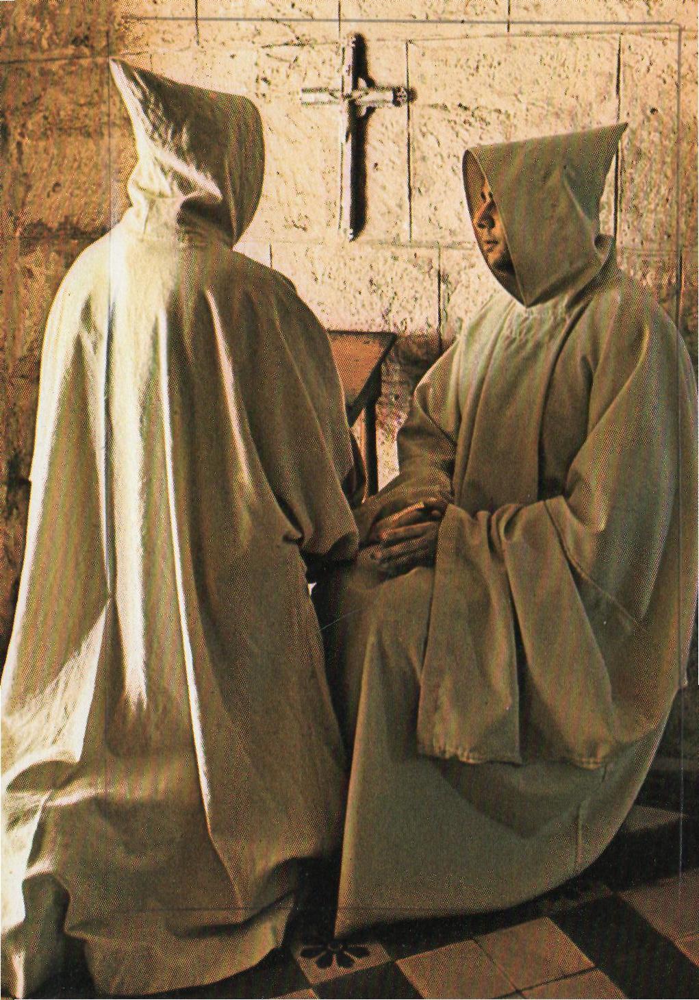 Mniši mají těžkíý život. Jejich hlavním heslem je chuda, prostota a kázeň. Dokonce mezi sebou ani nesmí mluvit.