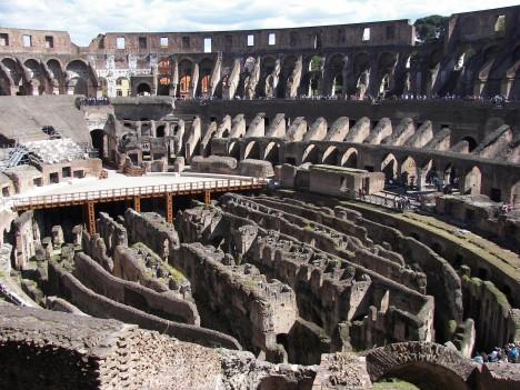 Na pozemku, kde dnes stojí Koloseum, bylo kdysi umělé jezero císařského paláce.